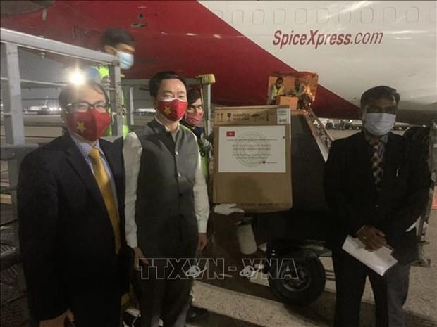 Vietnam dona equipos medicos a la India para combatir el COVID-19 hinh anh 1