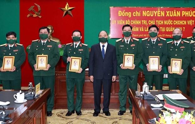 Presidente de Vietnam evalua disposicion combativa de unidades militares hinh anh 1