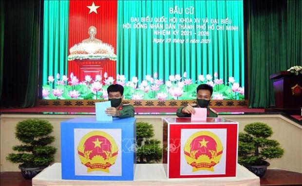 Vietnam sigue reforzando la lucha contra el COVID-19 en medio de elecciones legislativas hinh anh 2
