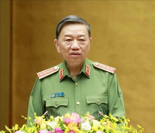 Resaltan en Vietnam labor policial en prevencion y control del COVID-19 hinh anh 1