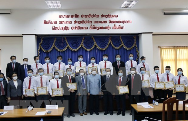 Elogian aportes de expertos vietnamitas a lucha contra el COVID-19 en Laos hinh anh 1