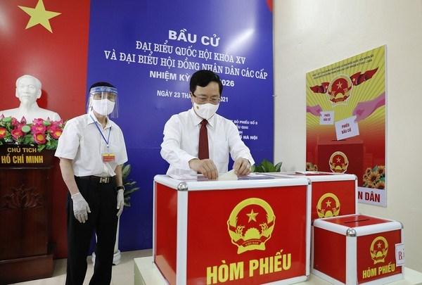 Elecciones legislativas en Vietnam: Dirigentes acuden a las urnas en Hanoi hinh anh 2