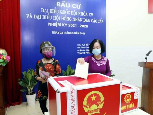 Elecciones legislativas en Vietnam: Dirigentes acuden a las urnas en Hanoi hinh anh 1
