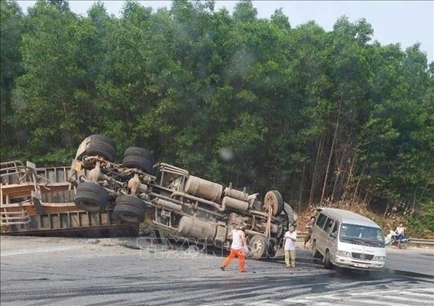 Accidentes de trafico en Vietnam cobran dos mil 656 vidas en cinco meses hinh anh 1
