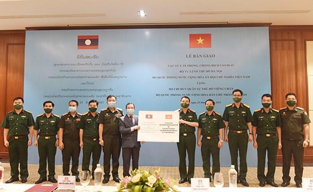 Fuerza militar de Hanoi ayuda a amigos laosianos a combatir el COVID-19 hinh anh 1