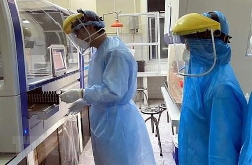 Establecen en Vietnam laboratorios moviles al servicio del combate contra COVID-19 hinh anh 1