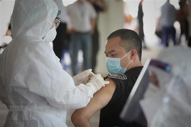 Vietnam negocia con socios para acceder a fuentes de vacunas contra COVID-19 hinh anh 1
