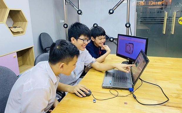Estudiantes vietnamitas ganan medalla de oro en concurso europeo de creatividad hinh anh 1