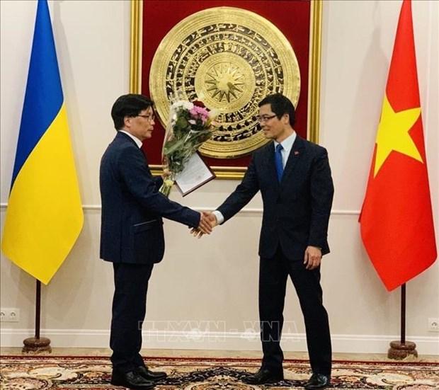 Nguyen Van Khanh nombrado consul honorario de Vietnam en ciudad ucraniana de Odessa hinh anh 1