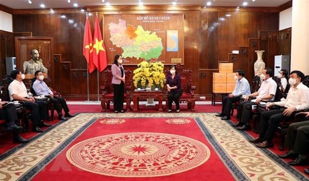 Vicepresidenta de Vietnam visita focos de actual ola de COVID-19 hinh anh 2