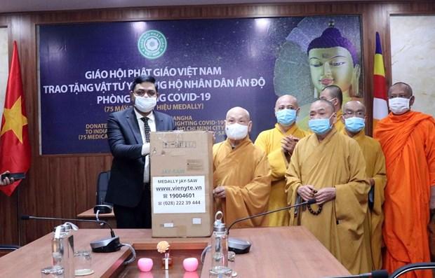Sangha Budista de Ciudad Ho Chi Minh dona 33 ventiladores a la India hinh anh 1