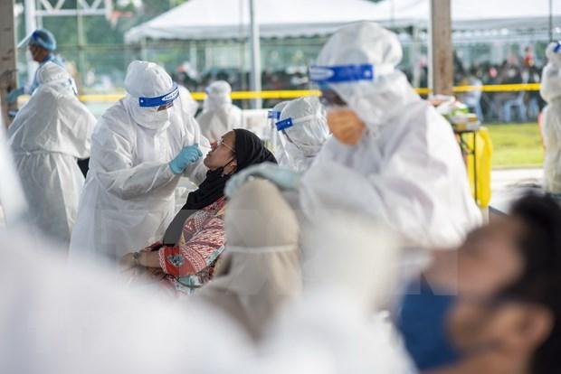 Malasia impondra bloqueo total en medio del nuevo record de casos del COVID-19 hinh anh 1