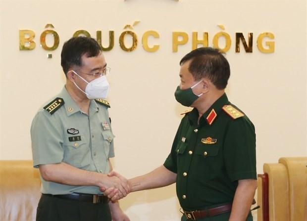Reiteran atencion a lazos en defensa entre Vietnam y China hinh anh 1