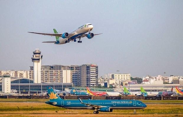 Reducen vuelos domesticos a Ciudad Ho Chi Minh en medio de COVID-19 hinh anh 1