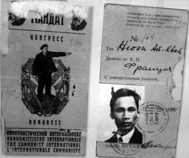 Presentan libro de fotos sobre el viaje de Ho Chi Minh para salvar la Patria hinh anh 1