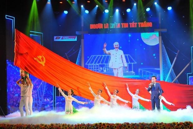 Efectuan en Vietnam programa artistico por 110 aniversario del viaje de Ho Chi Minh hinh anh 1