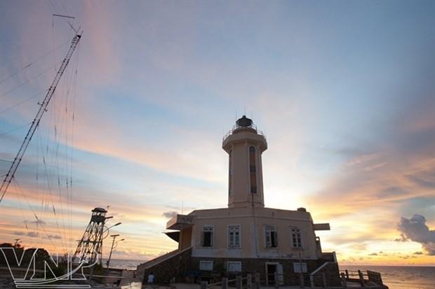Faros en Truong Sa marcan soberania vietnamita en el mar hinh anh 3