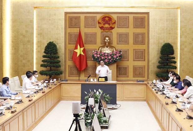 Primer Ministro vietnamita pide acelerar la produccion domestica de vacunas contra el COVID-19 hinh anh 2