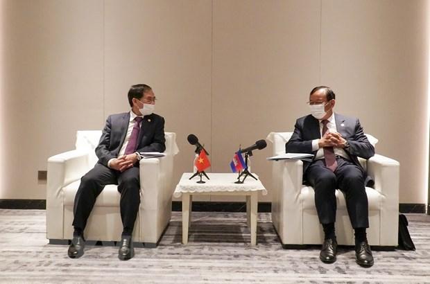 Vietnam y Camboya por intensificar lazos a traves de canales diplomaticos hinh anh 1