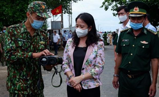 Vicepresidenta de Vietnam alienta a trabajadores antiepidemicos en provincia fronteriza hinh anh 1