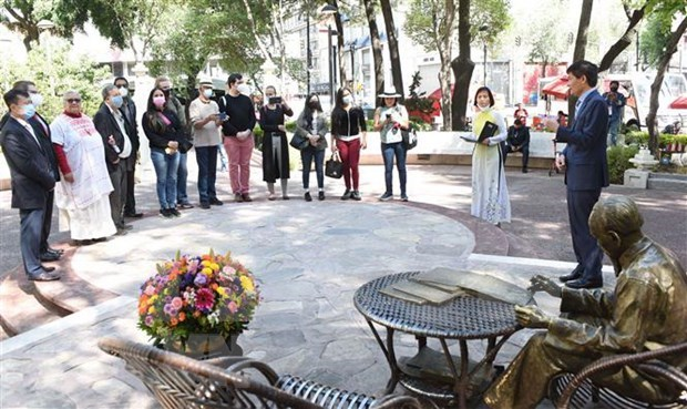 Politicos latinoamericanos rinden homenaje al Presidente Ho Chi Minh hinh anh 1