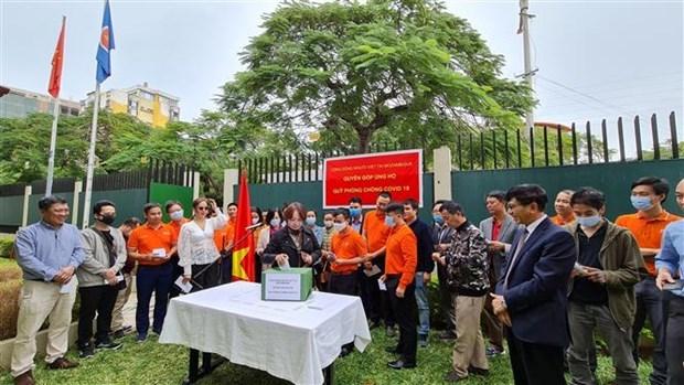 Vietnamitas en Mozambique contribuyen al Fondo Nacional de vacunas contra el COVID-19 hinh anh 1