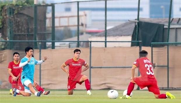 Equipo vietnamita de futbol jugara manana con acompanamiento de aficionados nacionales hinh anh 1