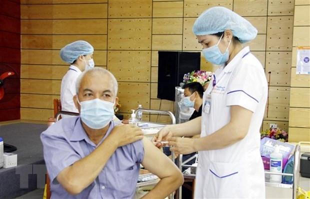Despliega Vietnam mayor campana de vacunacion para frenar COVID-19 hinh anh 1