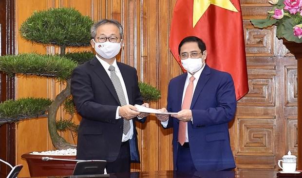 Premier vietnamita pide a Japon continuar cooperando en combate contra pandemia hinh anh 1