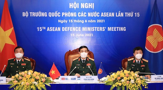 Ministros de Defensa de la ASEAN adoptan declaracion por la paz y prosperidad de la region hinh anh 1