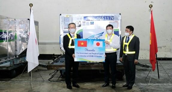 Llegan a Vietnam desde Japon casi un millon de dosis de vacuna contra el COVID-19 hinh anh 3
