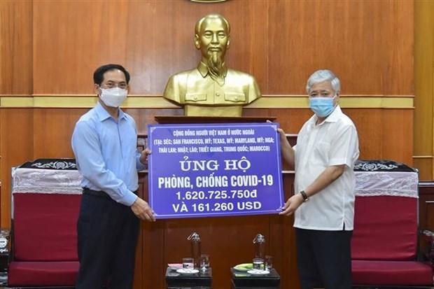 Vietnamitas en el extranjero aportan al Fondo de Vacunas contra el COVID-19 hinh anh 1