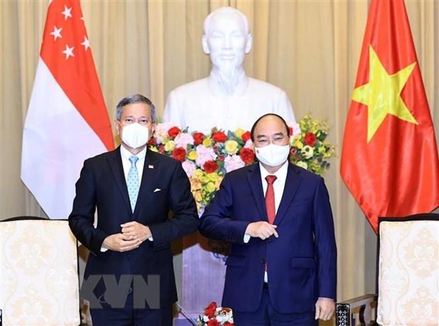 Vietnam da bienvenida a inversores singapurenses, afirma presidente hinh anh 1
