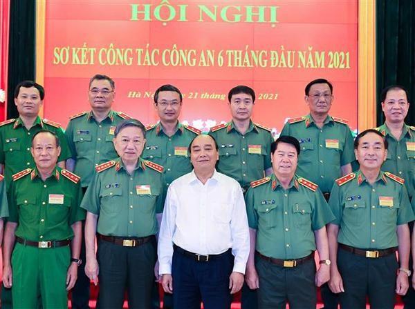 Realza presidente de Vietnam papel de policia en garantia de seguridad hinh anh 1
