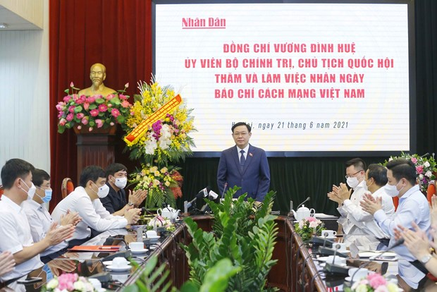 Presidente del Parlamento felicita al diario Nhan Dan por Dia de Prensa Revolucionaria de Vietnam hinh anh 2