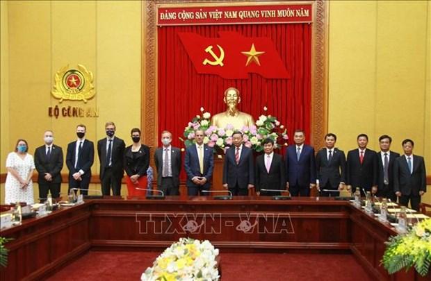 Agilizan lazos Vietnam- Reino Unido en lucha contra delincuencia hinh anh 1