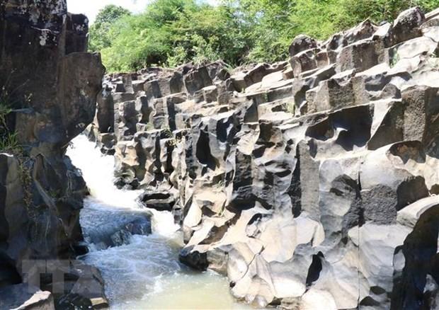 Descubren arroyo con rocas de mas de 100 millones de anos en provincia vietnamita hinh anh 1