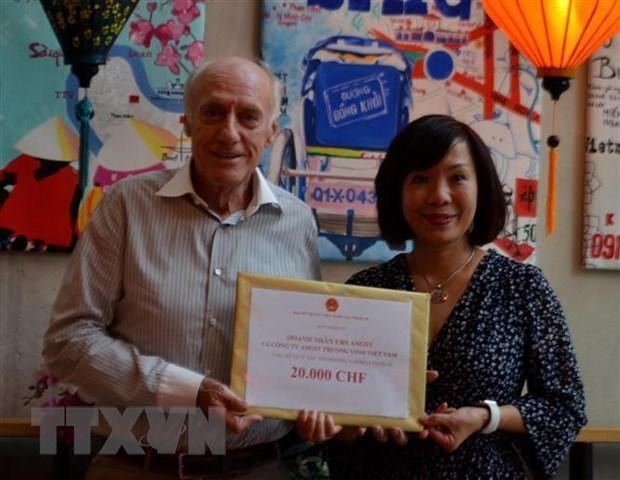 Comunidad vietnamita en Suiza apoya la lucha contra el COVID-19 en Vietnam hinh anh 1