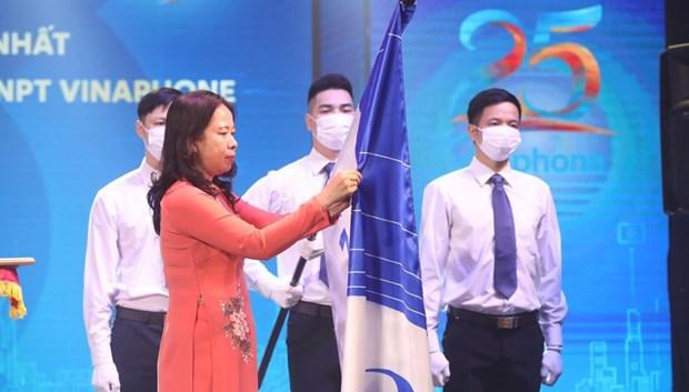 Condecoran al primer operador movil vietnamita con orden nacional hinh anh 2