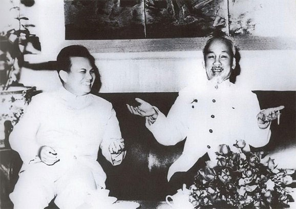 Alaba periodico PathetLao gran amistad Vietnam-Laos hinh anh 1