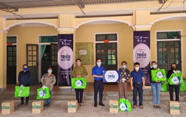 Brindan en Vietnam asistencia a personas vulnerables en contexto de COVID-19 hinh anh 1