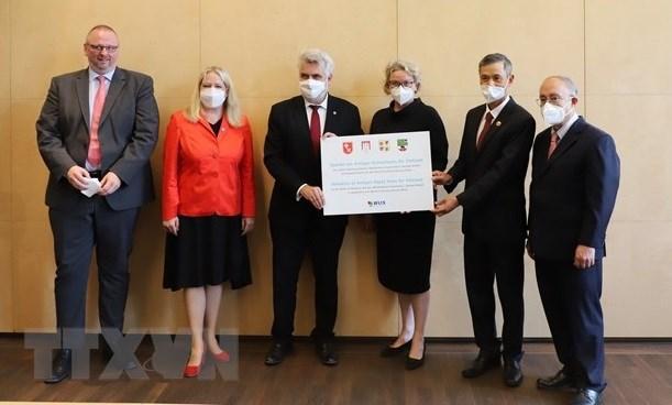 Localidades de Alemania acompanan a Vietnam en lucha antipandemica hinh anh 1