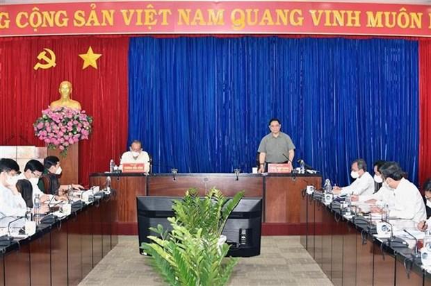 Inspecciona premier vietnamita labores antiepidemicas en polo industrial hinh anh 2