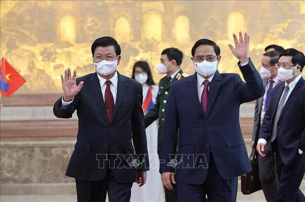 Premier de Vietnam conversa con maximo dirigente de Laos hinh anh 1