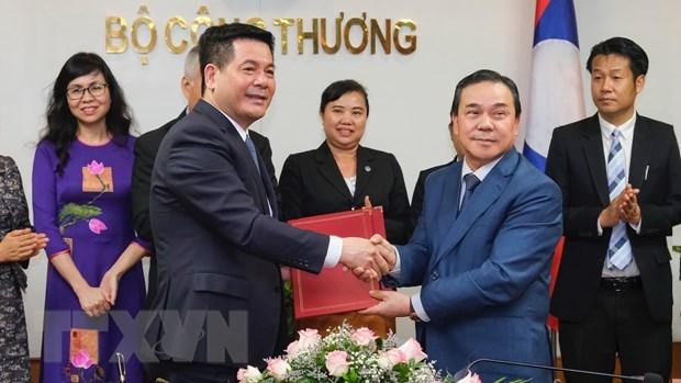 Buscan ampliar lazos comerciales entre Vietnam y Laos hinh anh 1