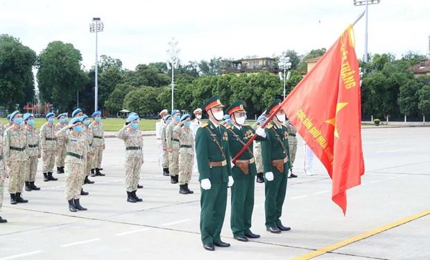 Cascos azules vietnamitas rinden tributo a Ho Chi Minh de regreso en la Patria hinh anh 1