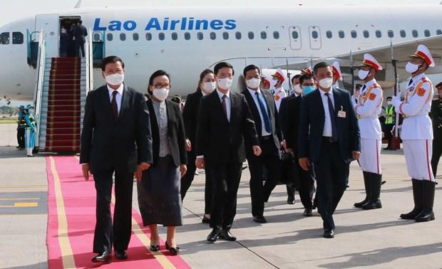 Prensa de Laos resalta exito de visita oficial de su maximo dirigente a Vietnam hinh anh 1
