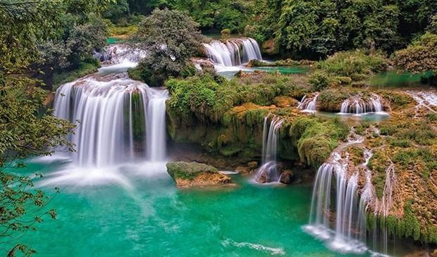 Presentan 100 maravillas naturales de Vietnam en botellas de agua La Vie hinh anh 5
