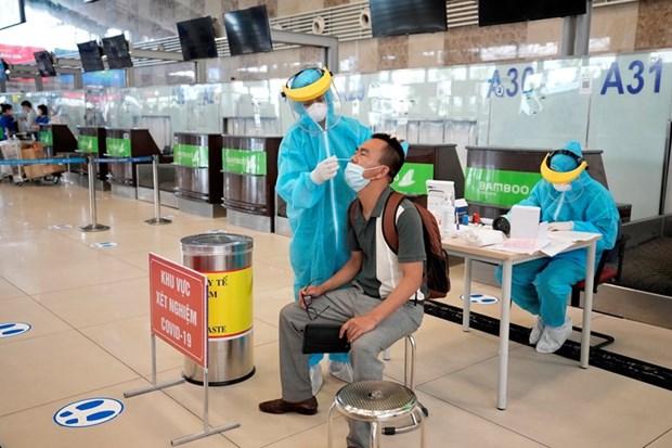 Proporcionan servicio de pruebas rapidas del COVID-19 en aeropuerto de Hanoi hinh anh 1
