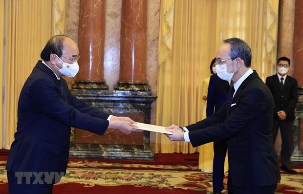 Presidente de Vietnam recibe cartas credenciales de nuevos embajadores en Hanoi hinh anh 1